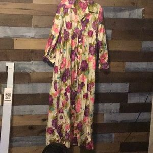 Vintage floral housecoat/cover/robe